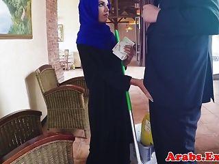 Арабский мусульманин трахнул в хиджабе перед лицом