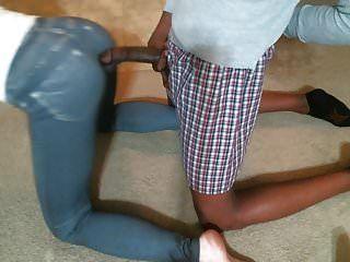 стягивая узкие джинсы жены