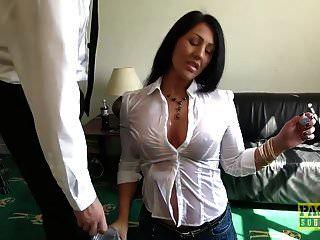 Candi Kayne трахается в горло и получает полный рот спермы