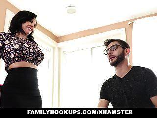 горячие мамочки семейные сучки учит пасынка как трахаться