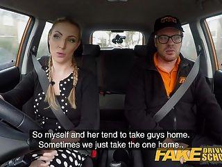 поддельная школа вождения грудастая блондинка Джорджи Лялл секс машины
