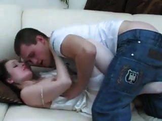мальчик просыпается зрелая мама