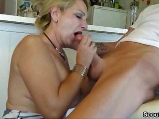 огромный член мальчик соблазнить немецкую мамочку с большими сиськами трахнуть
