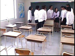 японская учительница унижена и сперма покрыта учениками
