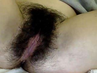 валери покажи нам свою красивую волосатую киску ...