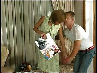 Русская зрелая Эстер трахается на тренере 2
