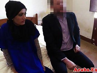 любительскую арабку в хиджабе трахнули за деньги