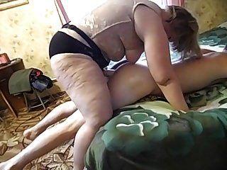 зрелая мама и ее сын сын! любительский страпон!