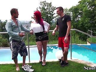 Немецкая мамаша с большой грудью татуирует мамашу соблазнить на трах двух мальчиков