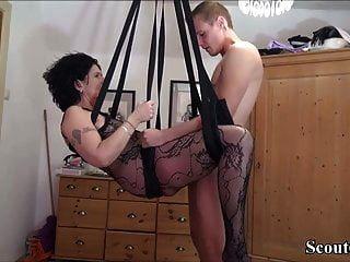 немецкий пасынок трахает маму с любовью в чулках