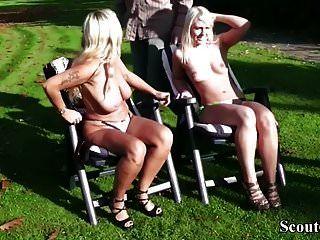 мать и падчерица трахаются с двумя незнакомцами на улице в парке