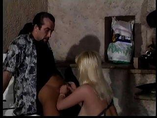 немецкая блондинка с большой задницей и большими отвисшими сиськами жесткий анал