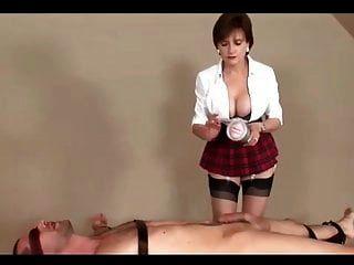 сексуальная мамаша в клетчатой мини юбке