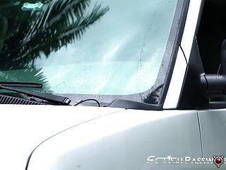 миниатюрная блондинка молодой жестоко трахается и сперма на лице в фургоне