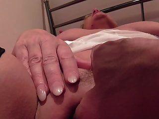 прекрасная зрелая мать берет молодой член в от первого лица