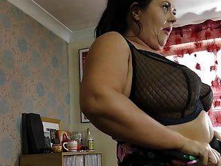 большая зрелая мамочка с отвисшими сиськами и мокрой киской