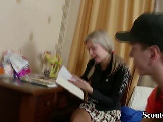 тощая девственница молодой анни первый раз анальный секс после домашней работы