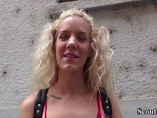 Немецкий скаут соблазняет молодую девчонку до анального траха за деньги