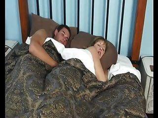 мама с сыном в отеле очень жаркая ночь