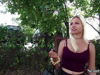 Немецкий скаут соблазняет горячую молоденькую Габи Голд трахаться на кастинге
