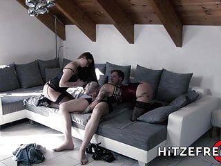 Hitzefrei втроем с двумя горячими немецкими красотками