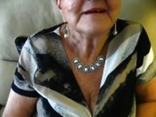 80-летний расщепление бабушки