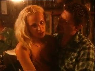 его девушка ест сперму незнакомцев на ужин в баре