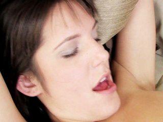 страстная девушка на действии девушки