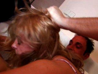 блондинка евро девушка берет член в каждую дырку