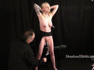 блондинка любительская раб Weekays интенсивный Bdsm и киска пытки татуировкой