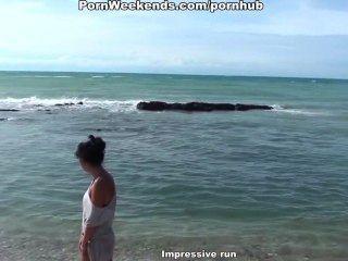 трудно ебут на каменистый пляж