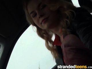 Strandedteens - молодая русская девушка хочет член