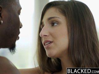 затемненными большая опасность попой девушка Abella поклоняется большой черный петух