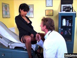 Meximilf словоохотливый Quinteros сосет и трахает ее доктор!
