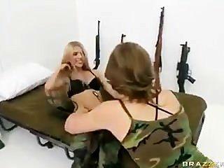 военные Muff Munchers