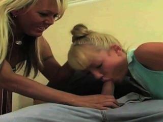Горячая мамаша имеет сексуальный ремонт падчерица платить парень с ее влажной молодых пизда