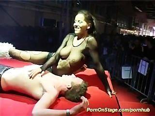 секс-шоу на сцене