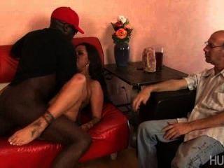 Ревнивый муж смотрит ее ебать черные парни