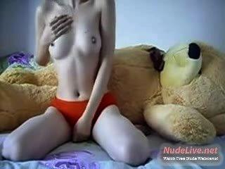 горячие 19летняя молодой трахает ее медвежонок Пух на веб-камеру