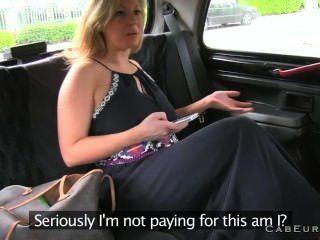 натуральный грудастая блондинку дает минет в такси