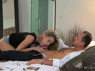 образный блондинка мамаша нежно трахать в постели