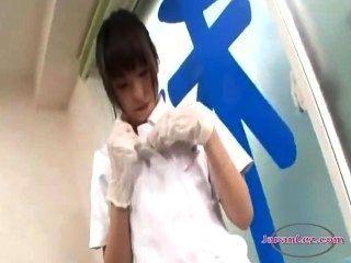 школьницы дрочит друг другу кисок с дантистом в хирургии