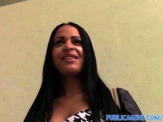Publicagent Kimberly получает ее жесткие киска толченый большой черный петух