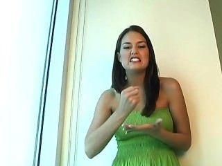инструкция по мастурбации в зеленом платье