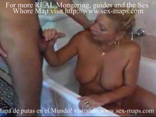немецкий проституткой и парень в ванной комнате