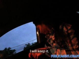 Publicagent крошечные женщины трахает чужой в своей машине