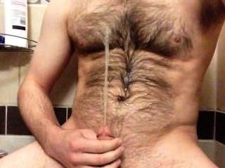 опрыскивание фонтан поссать на мою волосатую грудь