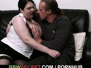 толстушки заманивает его в горячий секс