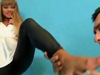 великолепный русский блондинка трахается в Wetlook леггинсах