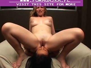 лесбиянка лижет задницу